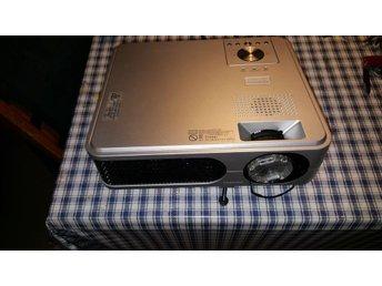 Toshiba projektor TLP-XD2700 inkl DVD spelare och filmduk - Norrtälje - Toshiba projektor TLP-XD2700 inkl DVD spelare och filmduk - Norrtälje
