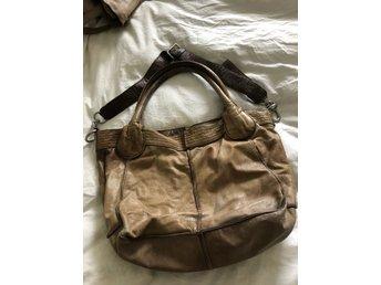 Skinnväska med axelrem från Accent (352319545) ᐈ Köp på Tradera