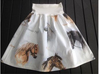 Fin kjol i bomull hästar 134 cl - Nässjö - Fin kjol i bomull hästar 134 cl - Nässjö