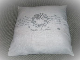 Vit kudde med I'm dreaming of a white Christmas text 40x40cm