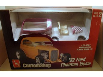 AMT ... ´323 Ford Phantom Vickie … scala 1:25 ...