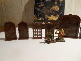 Javascript är inaktiverat. - Malmö - 10st helt nya plast dörrar till Dungeon Saga men fungerar till alla 28-30mm spel, speciellt till Silver Tower och Dungeon Quest. använd som detaljerade (för de är bra detaljerade, tillverkade av Renedra i England, samma som gör GWs figurer)  - Malmö