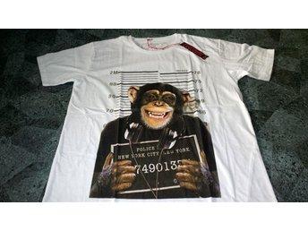 T-shirt. Vit. Exclusive A. Monkey. DJ. Mug Shot. Medium - Solna - T-shirt. Vit. Exclusive A. Monkey. DJ. Mug Shot. Medium - Solna
