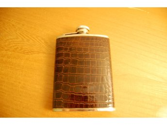 Whiskey Flast, Stainless Steel, 6oz, Synthetic Alligator Skin, Cowboy Style!