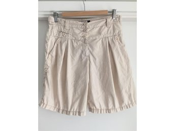Beige shorts i bomull från French Connection, storlek 36