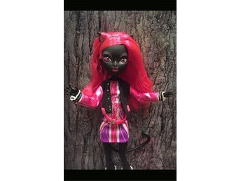 PERFEKT JULKLAPP Catty Noir Ghoulebrities in Londoom docka Monster High