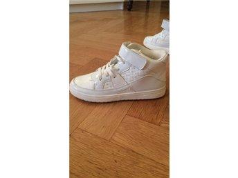 Vita sneakers från HM i storlek 37 - Stockholm - Vita sneakers från HM i storlek 37 - Stockholm