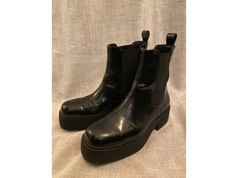 Amazing condition H&M Divided vegan leather Chelsea boots size 36