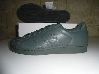 Äkta Adidas Superstar(Stl.43 1/3) Nya.. Originals Sneakers.. låga skor.