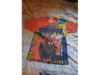 Spindelmannen t-shirt - Nora - Fin orange Spindelmannen t-shirt i fint skick stl 6 men funka på min son i stl.122/128 När han hade den storleken. En del av sömmen har gått upp längst ner men lätt att fixa för den händige. - Nora