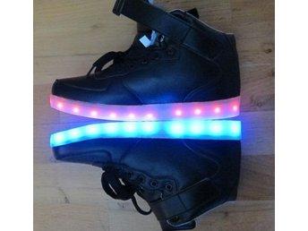 LED lampor skor svarta NYA! Stl 40. Lampor i sulan WOW - Södra Sunderbyn - LED lampor skor svarta NYA! Stl 40. Lampor i sulan WOW - Södra Sunderbyn