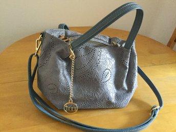 Ljusblå väska från Mia Tomazzi, Italien. (371129476) ᐈ Köp
