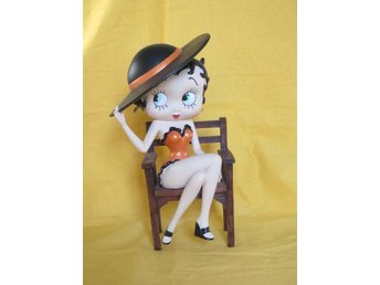 Betty Boop On Chair - Figurin