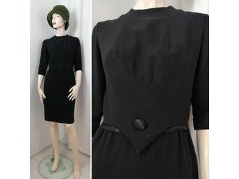 Vintage Retro kort svart klänning ILGWU klockad kjol kort