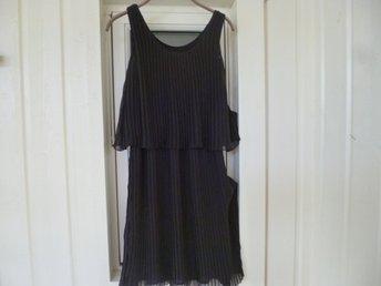 Svart klänning i stl.38. Varumärke, STOCKHOLM. .. (423620631