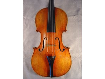 Javascript är inaktiverat. - Täby - Instrument: Viola 4/4 Origin: German 19th century Label: Unlabeled Table: Spruce, two pieces with medium to wide grain Back: Maple, two pieces with strong wide figure Scroll: Maple, strong wide figure Overall condition: Very good – no visible da - Täby
