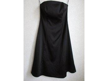 Ny FESTKLÄNNING - 36 38 - strapless svart satin klänning klockad kjol fest ecd636994dbe9