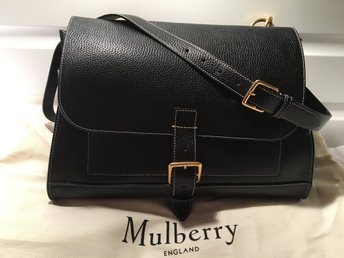 """Mulberry Nyskick Small Chiltern Satchel - Västra Frölunda - MULBERRY """"Small Chiltern Satchel"""" - black natural grain leather En fantastiskt fin väska från Mulberry i svart läder med vita stickningar och guldmetall. Väskan är endast använd ett fåtal gånger och är i nyskick. Den här väs - Västra Frölunda"""