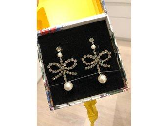 Erdem for HM örhängen rosetter! (328352599) ᐈ Köp på Tradera f6ef4efa4d983