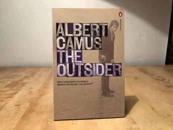 The Outsider - Albert Camus - Penguin modern classics - Segeltorp - The Outsider - Albert Camus - Penguin modern classicsengelsk pocketISBN 978- 0-141-18250-6ny oläst bokGenerellt om Skicket:Jag säljer mycket olika media och har inte tid att lyssna igenom alla skivor och titta på alla filmer så ofta är de - Segeltorp