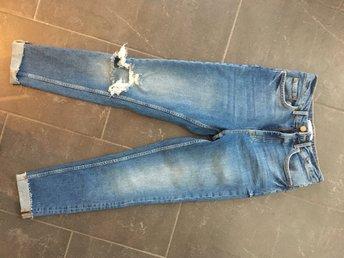 Javascript är inaktiverat. - Stockholm - Helt nya jeans från Gina tricket i modell LEAH (finns att testa i butik). Storlek 36 och nypris: 499 kr.Alla annonser kommer från ett djur och rökfritt hem - Stockholm