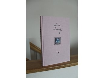 Alexa Chung IT bok rosa på engelska english book