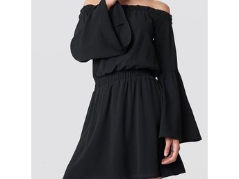 Svart Off Shoulder dress från NA-KD , strl  XS
