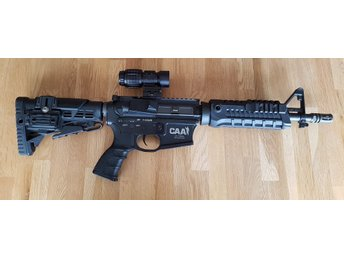 CAA M4 Carbine med magasin mm. i fint skick.