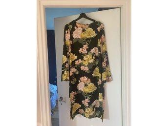 Hm trend klänning blommig fint skick 42 fint sk.. (398449365