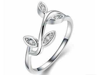 Ring Silver Löv med Kristaller - 18 mm - Eskilstuna - Ring Silver Löv med Kristaller - 18 mm - Eskilstuna