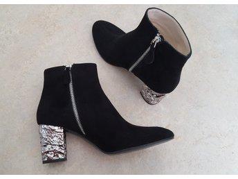 Fina stövlar Mocka boots svarta scorett skinn skor vintage 40 designer ankel 39