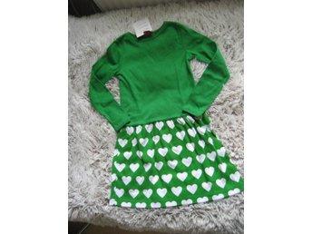 grön klänning trikå med hjärtan ny så fin storlek 122 128 kram barnkläder 6eee8a7f51530