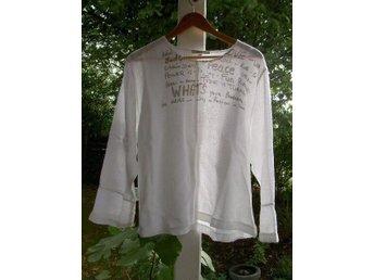 Så läcker vit topp i linne med läckert print fr Aura Women - Arlöv - Så läcker vit topp i linne med läckert print fr Aura Women - Arlöv