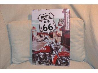 "Route 66 US ""Cafe, Hotel"" Röd Motorcykel (Skylt) Plåtskylt /Kvalitet Diner Ny - Hässleholm - Route 66 US ""Cafe, Hotel"" Röd Motorcykel (Skylt) Plåtskylt /Kvalitet Diner Ny - Hässleholm"