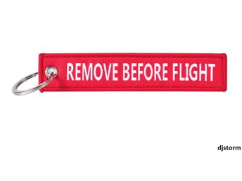 1st Nyckelring Remove before flight (RÖD)