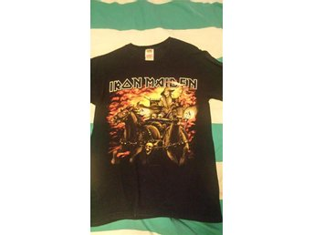 T-shirt med Iron Maiden-tryck. Strolek S