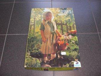 1000 bitars pussel - Schmidt - Flicka i trädgård - Västervik - 1000 bitars pussel - Schmidt - Flicka i trädgård - Västervik
