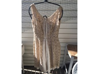 f486b7709fbe Vintage beige fest klänning, spets ovanpå sidenfodral, strl S, ...