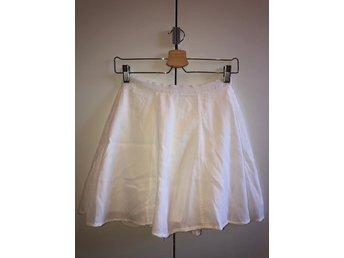vit kjol bikbok