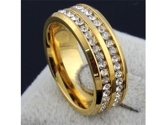 Superfin ring med kristall/ strass  stl 17,6 mm. Unisex