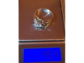 Vackert vitguld ring med diamant 0,50 carat