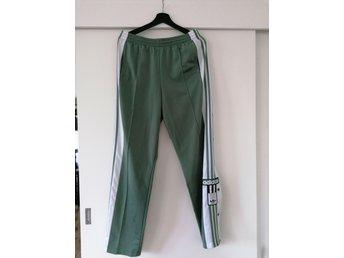 invernadero Búho banco  Gröna Adidas original byxor med knappar i sidan (427263524) ᐈ Köp på Tradera