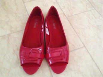 röda lack ballerina med öppen tå stl 40 Peperoni nyskcik - Lund - röda lack ballerina med öppen tå stl 40 Peperoni nyskcik - Lund