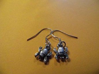 Skalbagge örhängen / Beetle earrings