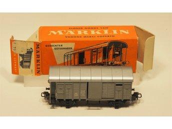 Märklin H0 #312/1.1, SBB täckt godsvagn i kartong från 1956 i mycket bra skick. - Forshaga - Märklin H0 #312/1.1 SBB - CFF täckt godsvagn i kartong. Utgiven 1956(endast!) i mycket bra kanon-skick. Komplett - samlarex. Gröngrått - version 1 mycket sällsynt variant. Kartongen är hel, men något kantstödd. Det är bilderna som gäl - Forshaga
