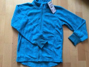 Javascript är inaktiverat. - Göteborg - Hej,Säljer denna fina fleece tröja.Inköpt på KappAhl, storlek: 122/128Helt ny, lappar kvar. Endast legat i påse.Nypris: 149 kr.Rök/djurfritt hem.Välkommen med Ditt bud,Carin - Göteborg