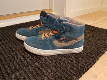 Javascript är inaktiverat. - Kungshamn - Säljer pojkens skor som inte föll han i smaken. Har haft på dom en gång så därför har jag satt dom som nytt. Innermått 19.5 cm. Stl 30. - Kungshamn