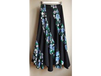 Vintage svart blå blommig långkjol kjol AITE Finland stl 36 70 tal retro