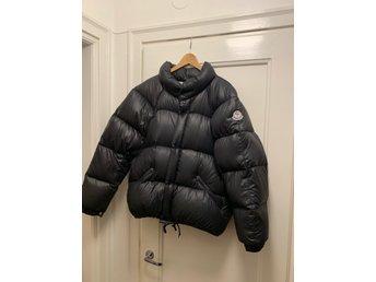 Moncler jacka (329955404) ᐈ Köp på Tradera a4432edec7367