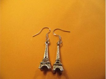 Eiffeltornet örhängen / Eiffel Tower earrings